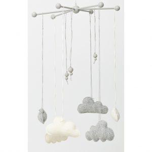Vauvan mobile, pilvet, harmaa ja valkoinen